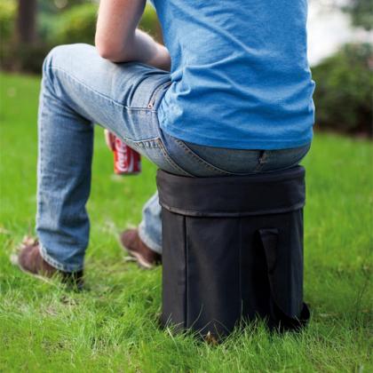 Hopfällbar sittpall med kylförvaring