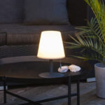 Sladdlös bordslampa till uteplatsen