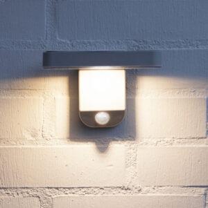 Solcellsladdad fasadlampa