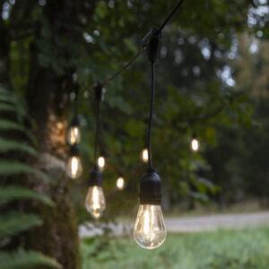 Ljusslinga med hängande glödlampor