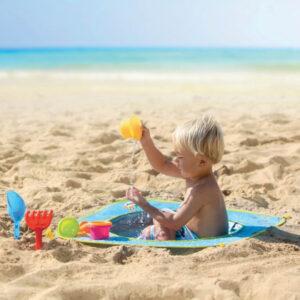 Strandpool med leksaker